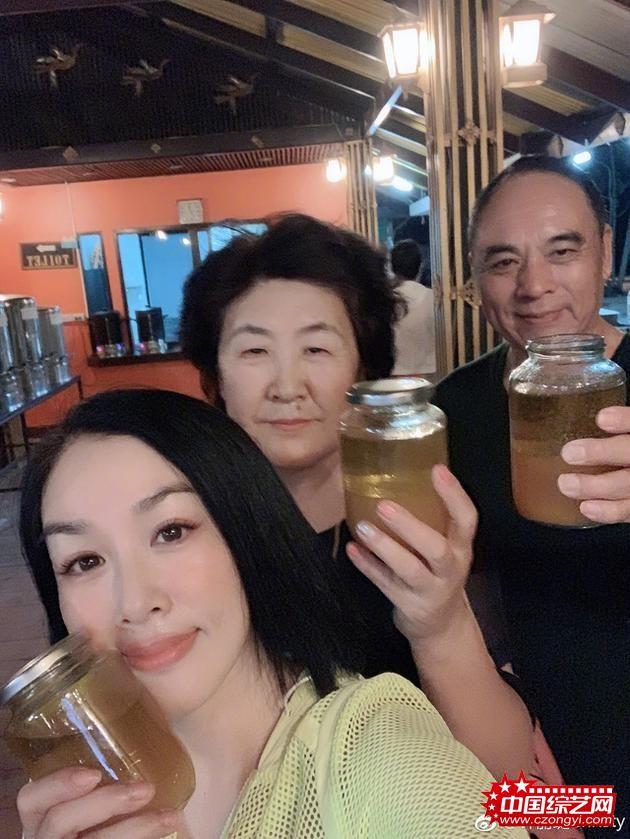 钟丽缇带公婆赴泰国排毒