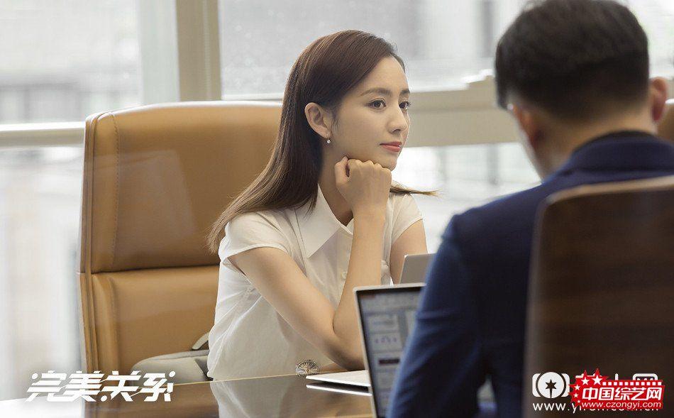 佟丽娅化身耿直少女总裁.jpg