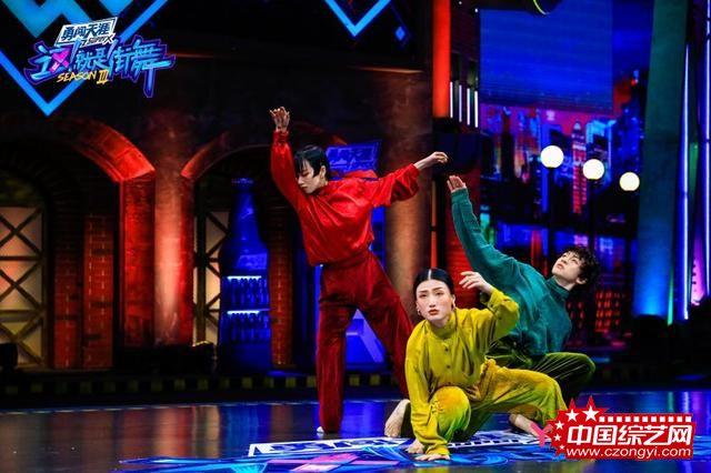 《这!就是街舞》第三季神仙作品燃爆全场,黄渤惊喜加盟晋级赛
