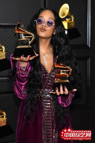美国R&B小天后H.E.R.原创歌曲《I Can't Breathe》斩获第63届格莱美年度最佳歌曲奖